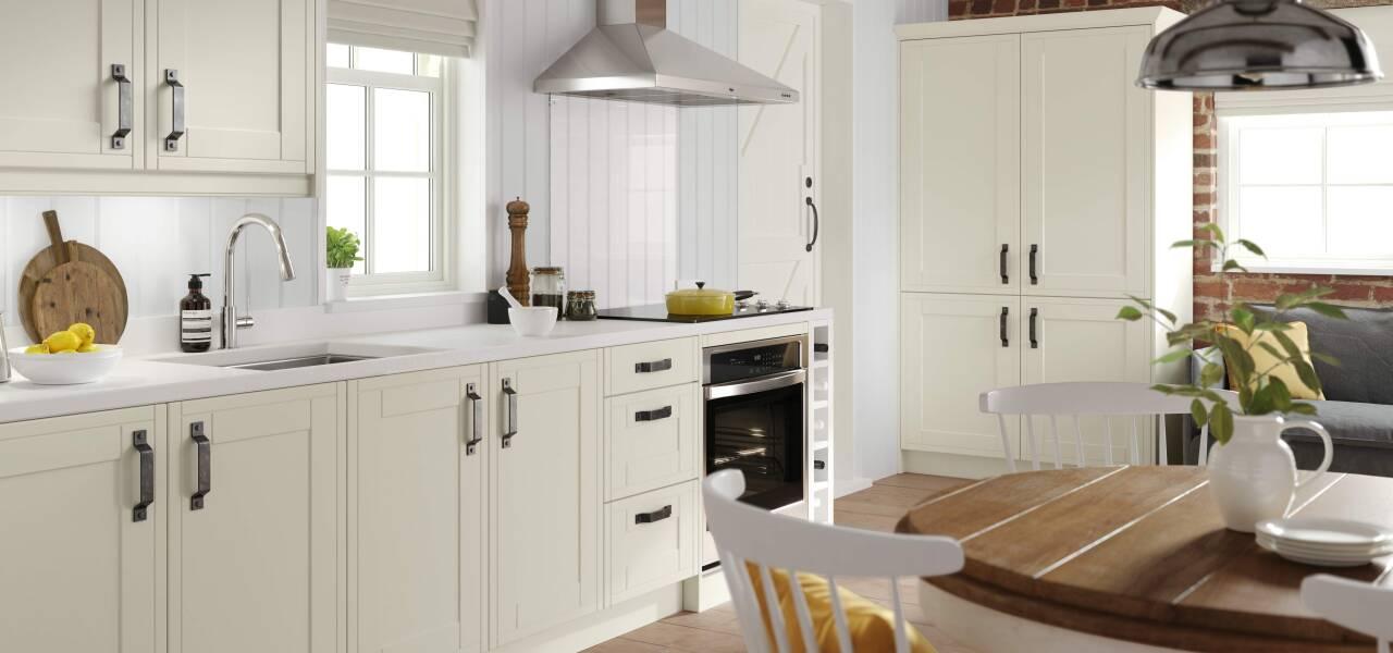Framed kitchen in Classic Cream Juratek